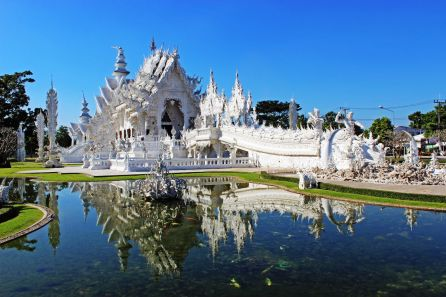 view-of-the-white-temple-in-chiang-rai